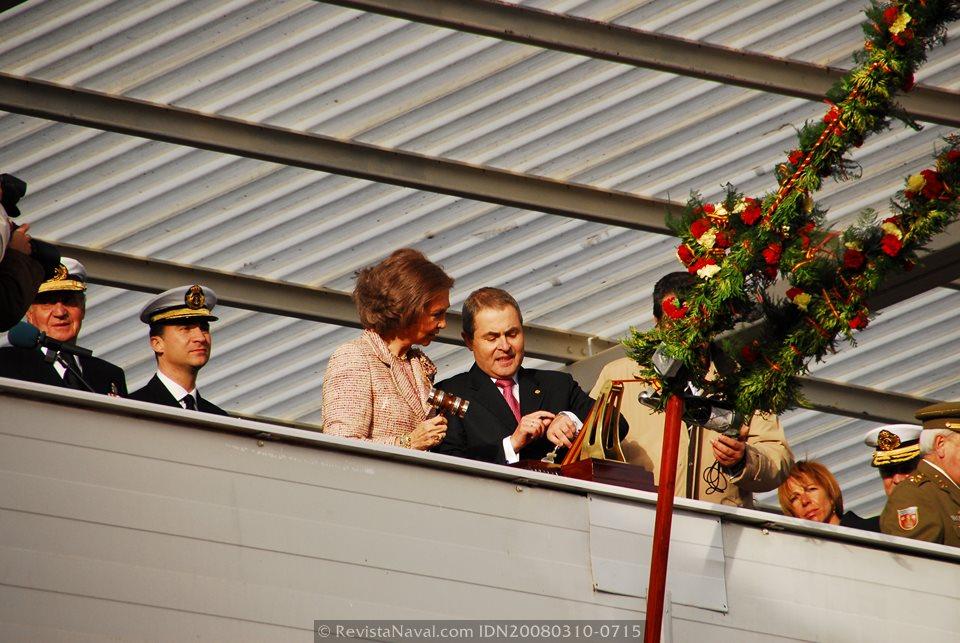 La Reina Sofía amadrinó al LHD «Juan Carlos I» en su botadura el 10 de marzo de 2008 (Foto: Revista Naval)