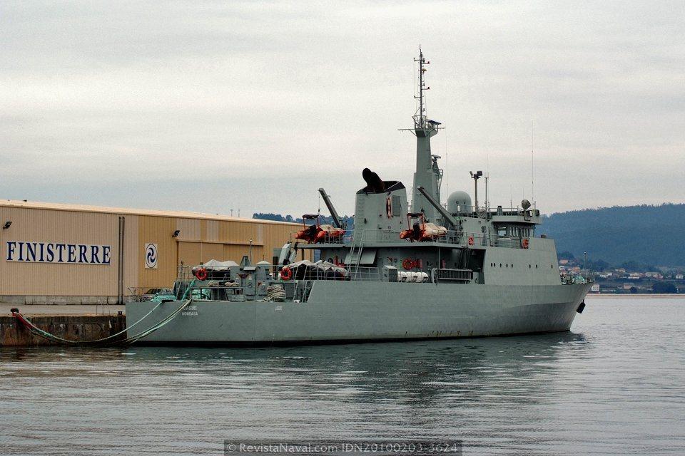 Vista del buque en su atraque en el puerto de Sada (Foto: Revista Naval)