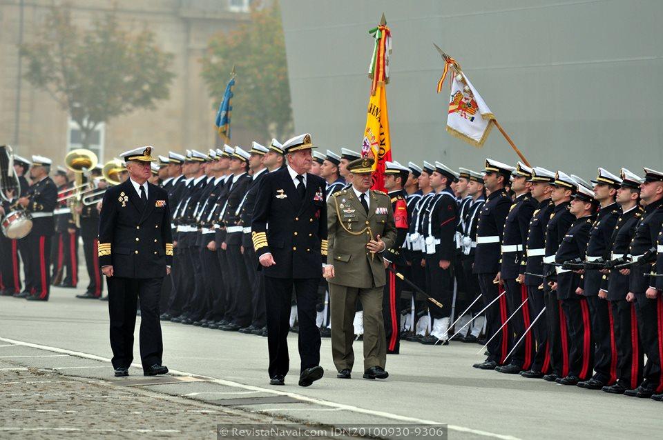El Rey Juan Carlos I durante la ceremonia de entrega del buque que lleva su nombre en el Arsenal de Ferrol, el 30 de septiembre de 2010 (Foto: Revista Naval)