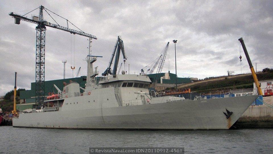 El KNS «Jasiri» desplaza 1.500 toneladas y tiene una eslora de 84 metros (Foto: Revista Naval)