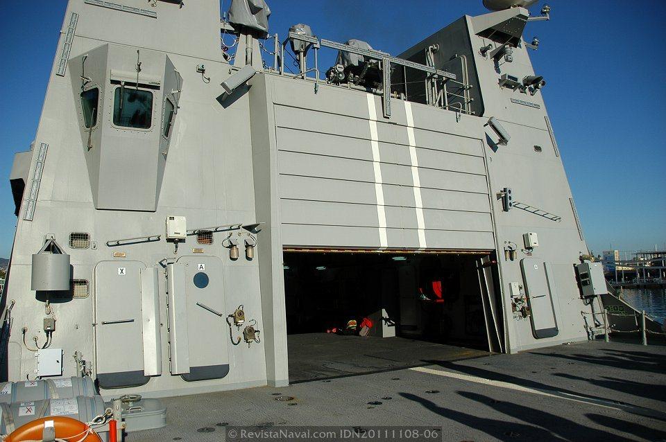 ...estos buques están acondicionados también para transportar y operar helicópteros no tripulados (UAV) (Foto: Javier Sánchez García/Revista Naval)