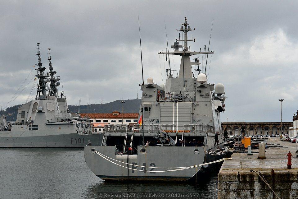 Vista de la popa del BAM P-42 «Rayo», la elevada manga de estos buques en relación a su eslora, es uno de los argumentos a favor de la estabilidad de la plataforma frente a otros buques de similar porte (Foto: Xoán Porto/Revista Naval)