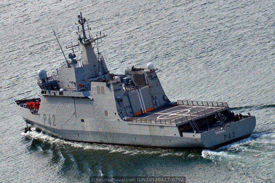 Vista general del BAM P-42 «Rayo» en plena navegación (Foto: Xoán Porto/Revista Naval)