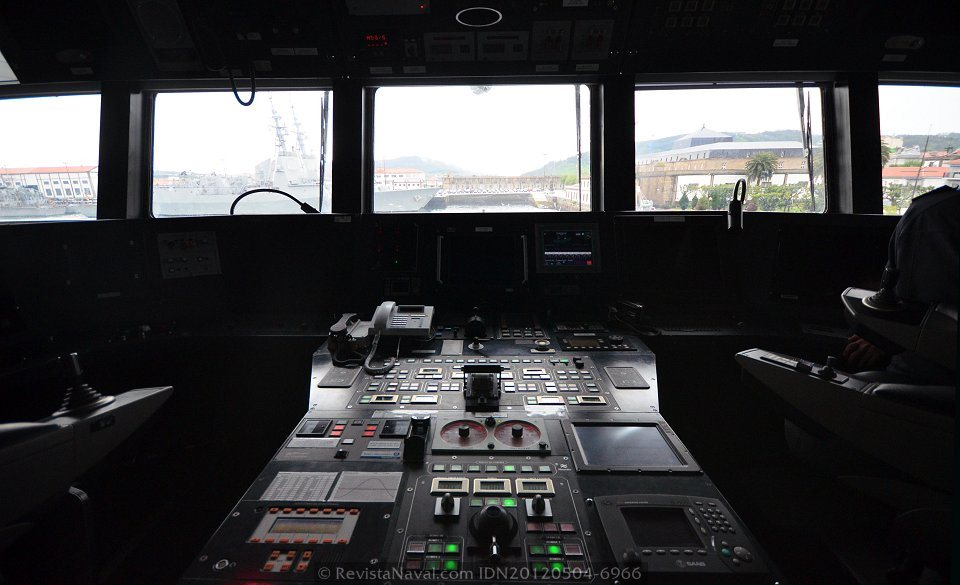 La plataforma puede ser completamente gobernada desde el puente con tan solo dos operadores (Foto: Xoán Porto/Revista Naval)