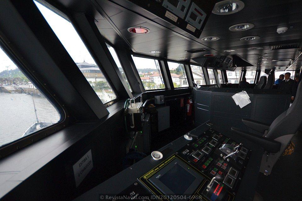 Vista del puente de gobierno del BAM P-43 «Relámpago» (Foto: Xoán Porto/Revista Naval)