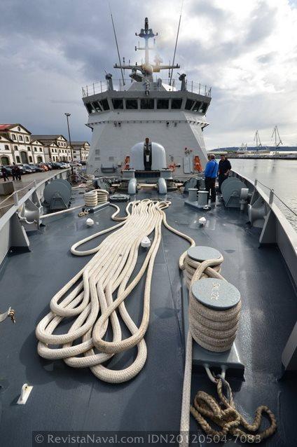 Vista de la maniobra del buque desde el castillo (Foto: Xoán Porto/Revista Naval)