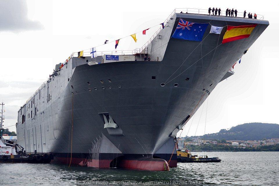 El próximo mes de agosto el primer LHD para la Armada australiana, el «Canberra» será trasladado a Australia a bordo de una plataforma semisumergible (Foto: Xoán Porto / Revista Naval)