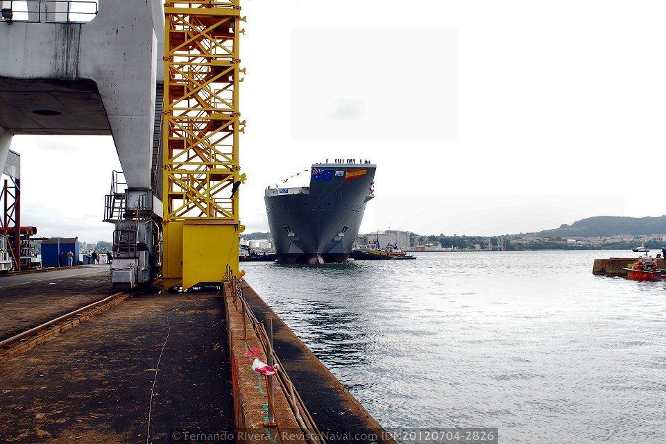 Enfilando el dique número 3 (Foto: Fernando Rivera / Revista Naval)
