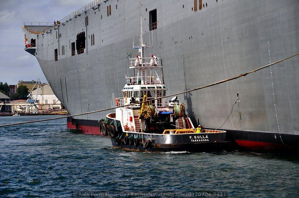Remolcador «F. Sullá» abarloado al «Adelaide»(Foto: Alén Porto Figueroa / Revista Naval)