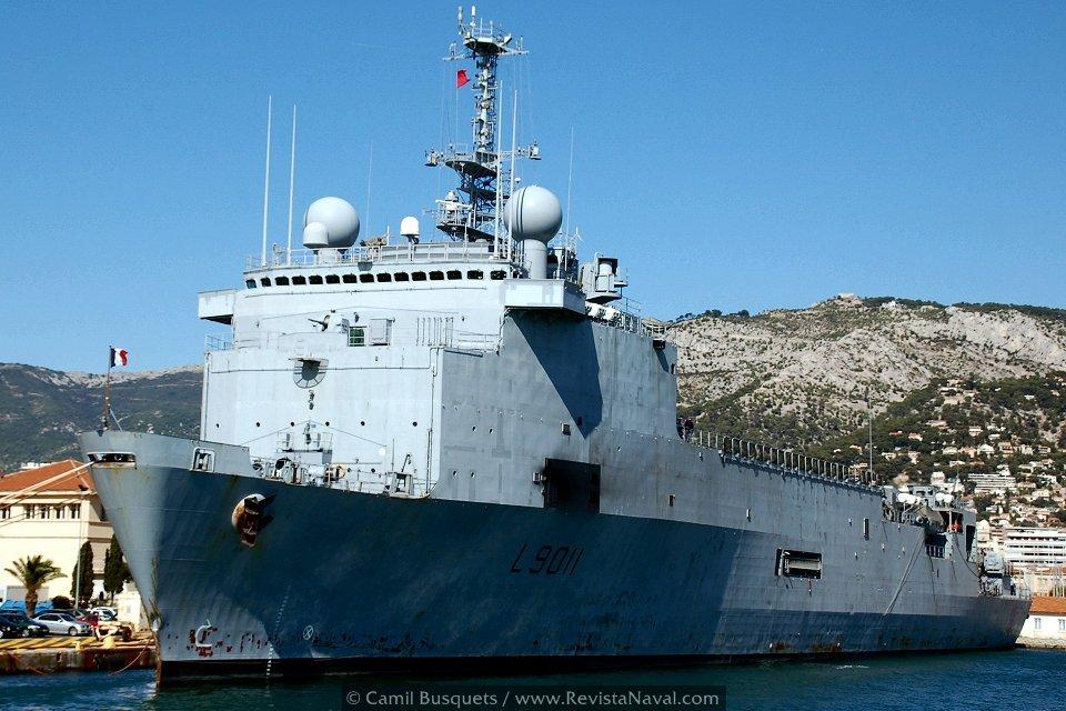 El TCD Foudre atracado en la base de Toulon (Foto: Camil Busquets / Revista Naval)