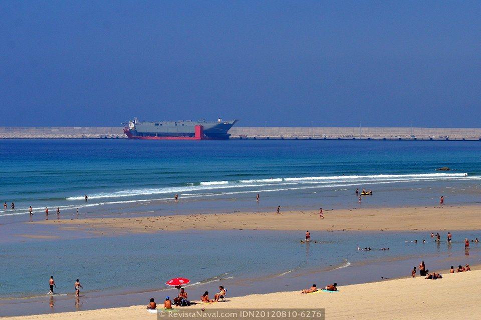 El «Blue Marlin» navega hacia Australia con el LHD «Canberra» a bordo