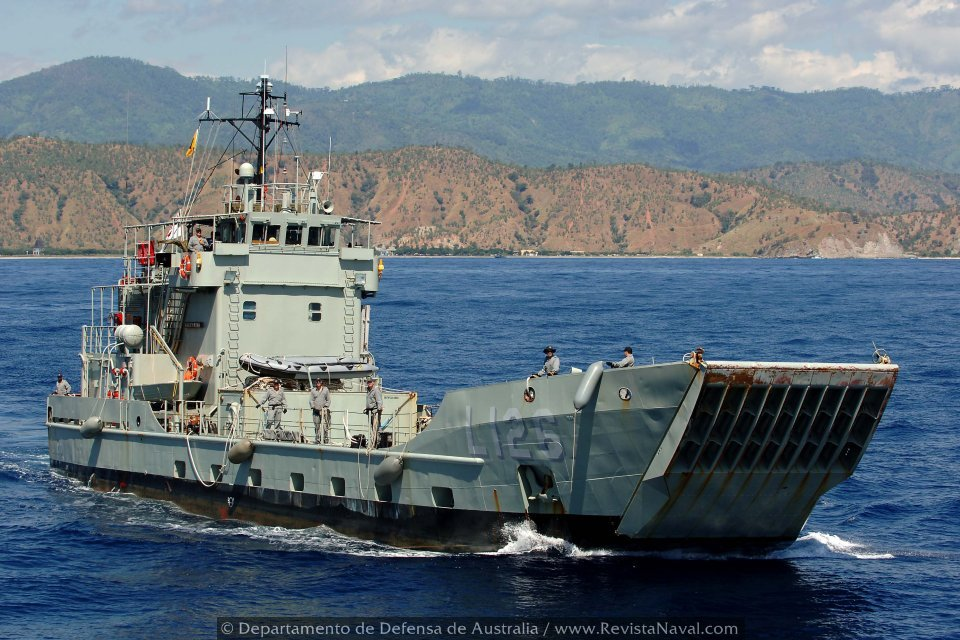Barcaza L126 Balikpapan (Foto: Oficial Departamento de Defensa de Australia)
