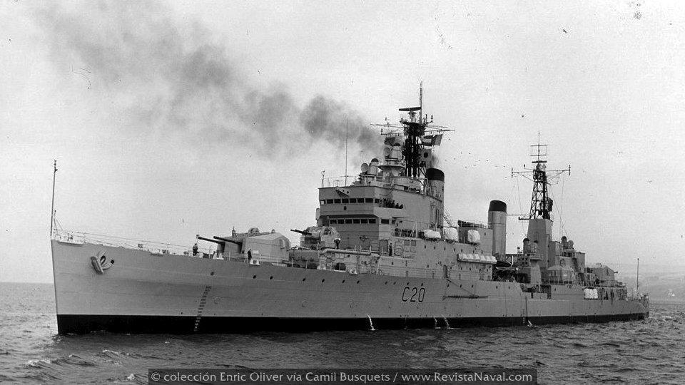 Los «Tiger» se emplearon en unos primeros experimentos de cruceros de tipo mixto: artilleros y portahelicópteros (Foto: colección Enric Oliver vía Camil Busquets)