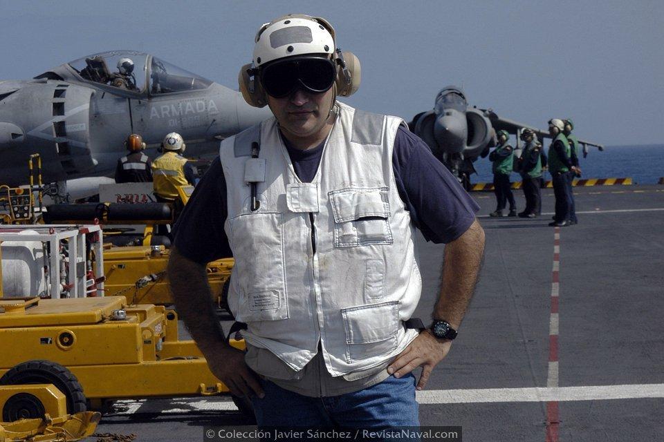 El autor de este artículo, Javier Sánchez, a bordo del PdA durante el ejercicio ME-04 (Foto: colección Javier Sánchez)
