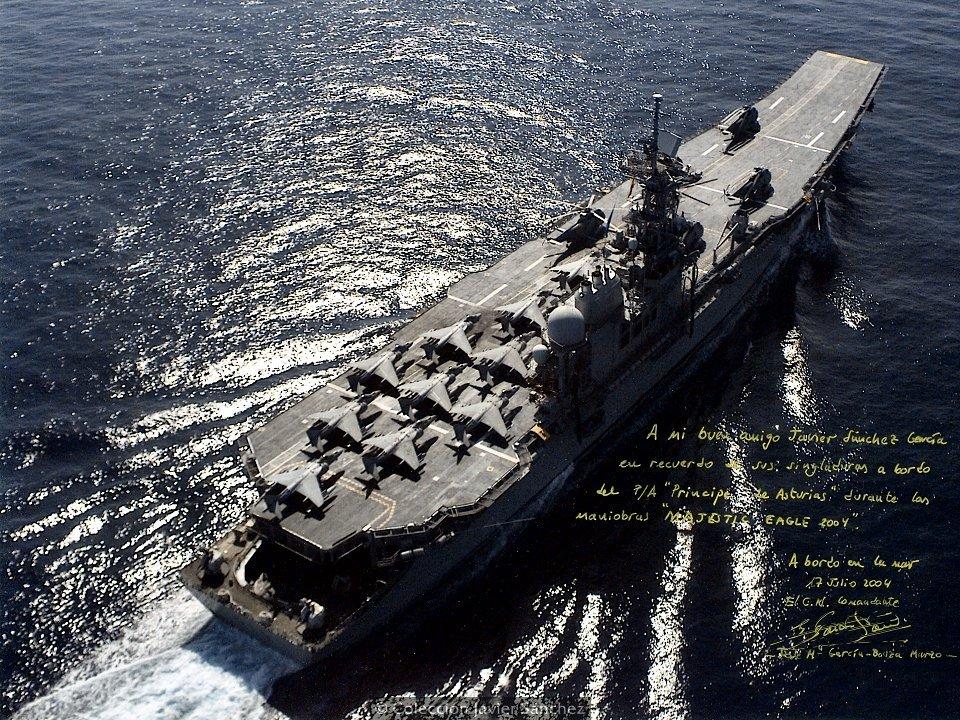 Fotografía dedicada por el comandante del buque al autor (Foto: colección Javier Sánchez)