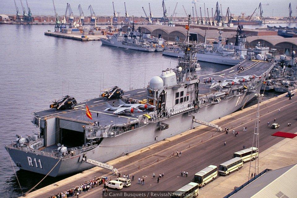 Tras la ceremonia, el buque abrió sus puertas al público, formándose largas colas de visitantes debido a la expectación generada (Foto: Camil Busquets / Revista Naval)