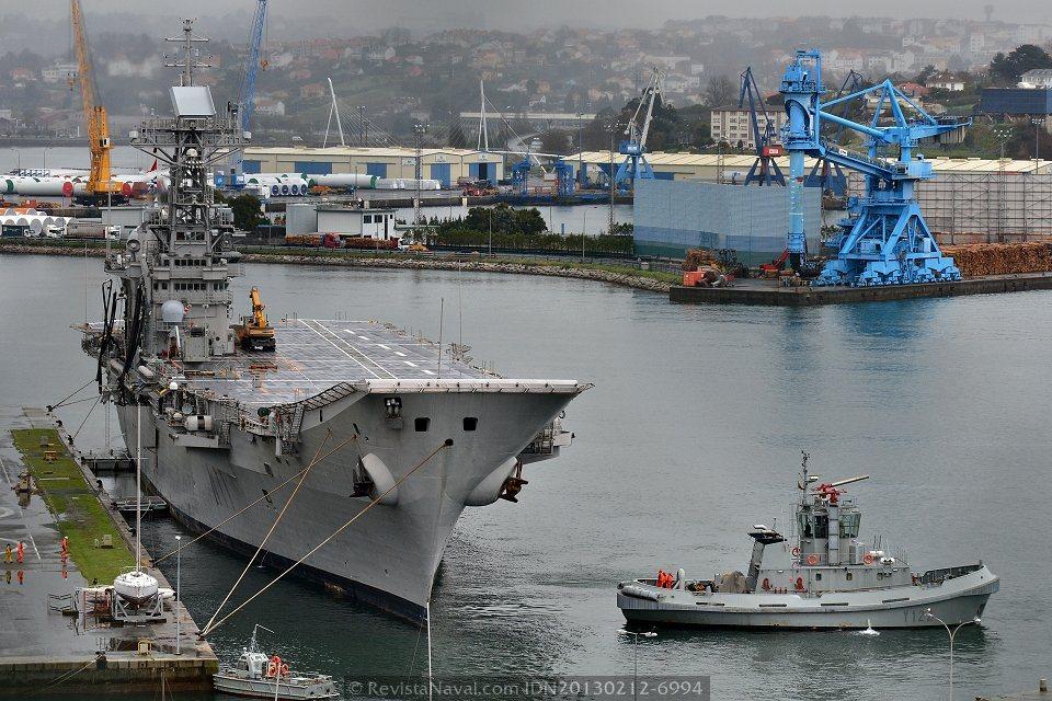 El portaviones «Príncipe de Asturias» en el Arsenal de Ferrol