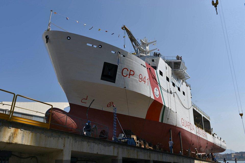 Fincantieri bota la patrullera «Ubaldo Diciotti» para la Guardia Costiera