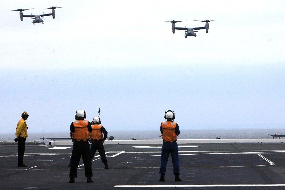 Secuencia de la toma del MV-22 a bordo del «Hyuga» durante el ejercicio Dawn Blitz 2013 (Foto: US Marine Corps)