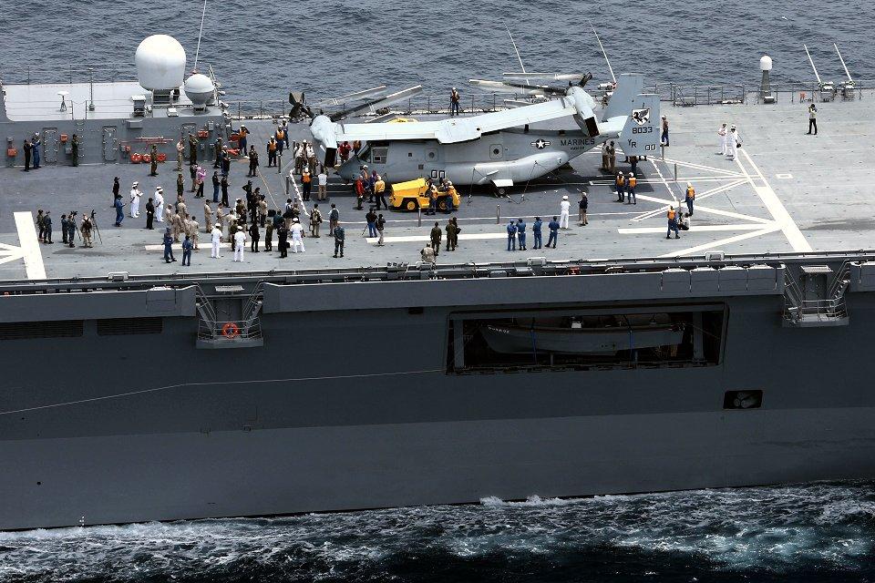 Toma del MV-22 sobre la cubierta del «Hyuga» durante (Foto: US Marine Corps)