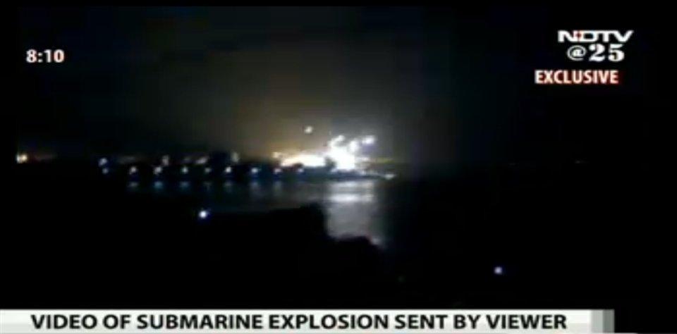 Equipos de rescate intentan acceder al submarino indio «Sindhurakshak»