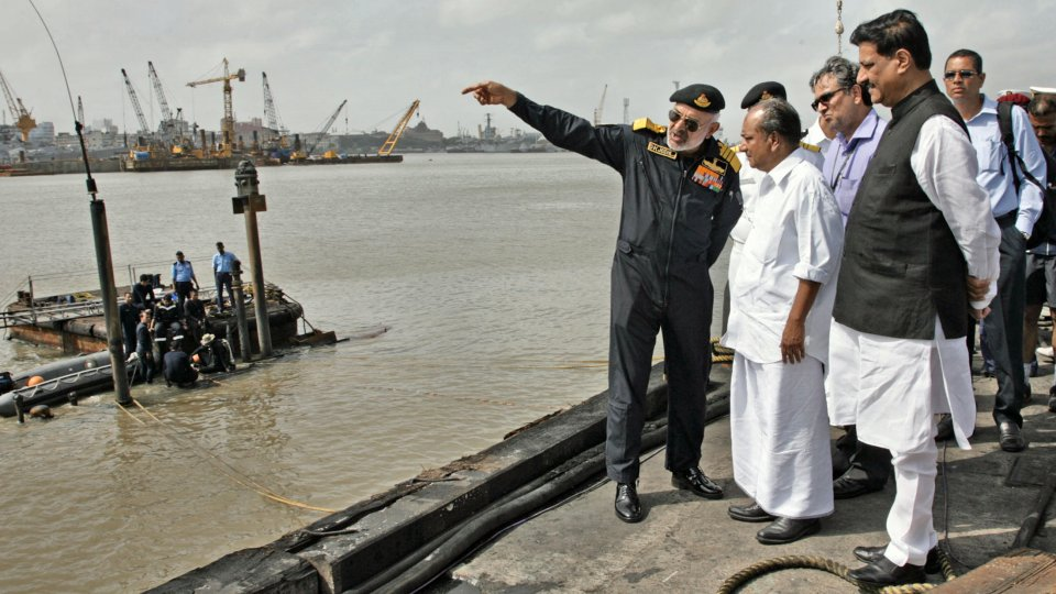 India da por muertos a los 18 tripulantes atrapados en el submarino «Sindhurakshak»