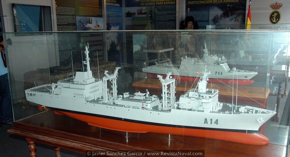 Modelos a escala de los buques de la Armada en el estand de Port Vell (Foto: Javier Sánchez García/Revista Naval)