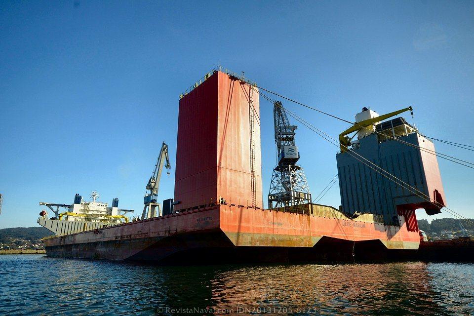 El Blue Marlin pertenece a Dockwise desde 2001. Fue sometido a una remodelación en 2003 (Foto: Xoán Porto/Revista Naval)