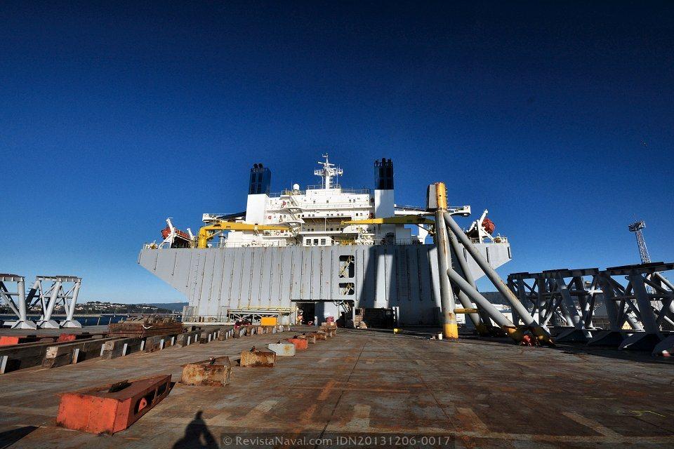 Vista del castillo desde la cubierta de trabajo (Foto: Rodrigo Díaz Castro/Revista Naval)