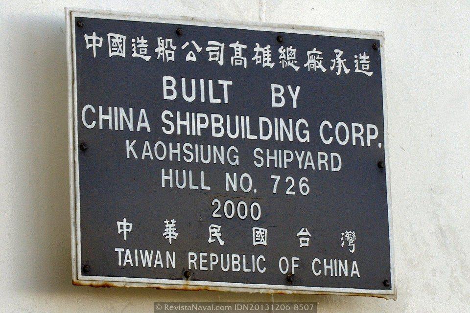 Placa conmemorativa. El buque fue construido por CSBC en Kaohsiung, Taiwan (Foto: Rodrigo Díaz Castro/Revista Naval)