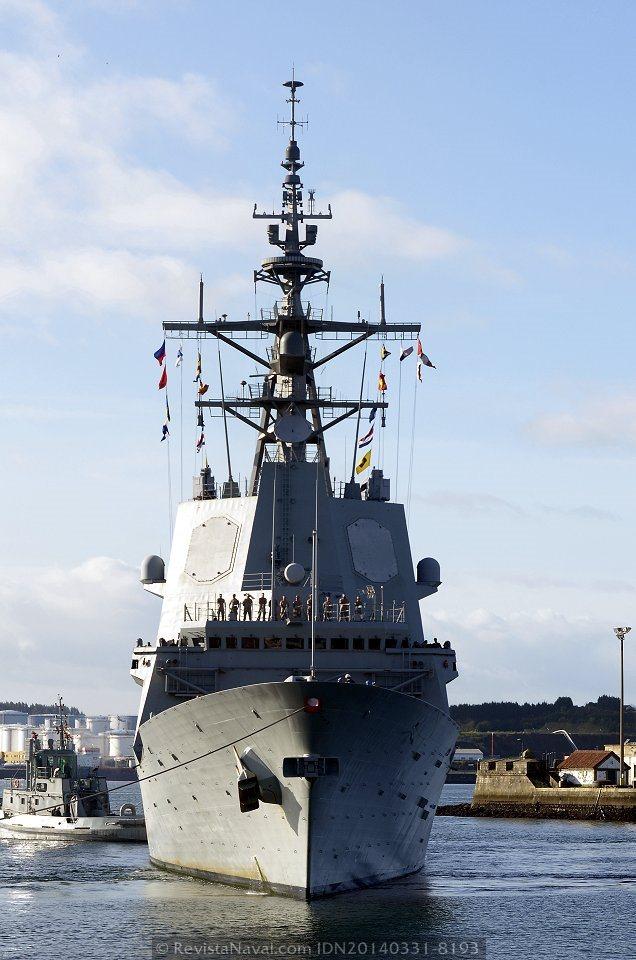 La cabeza de la serie F-100 entrando en la dársena interior del Arsenal de Ferrol (Foto: Revista Naval)