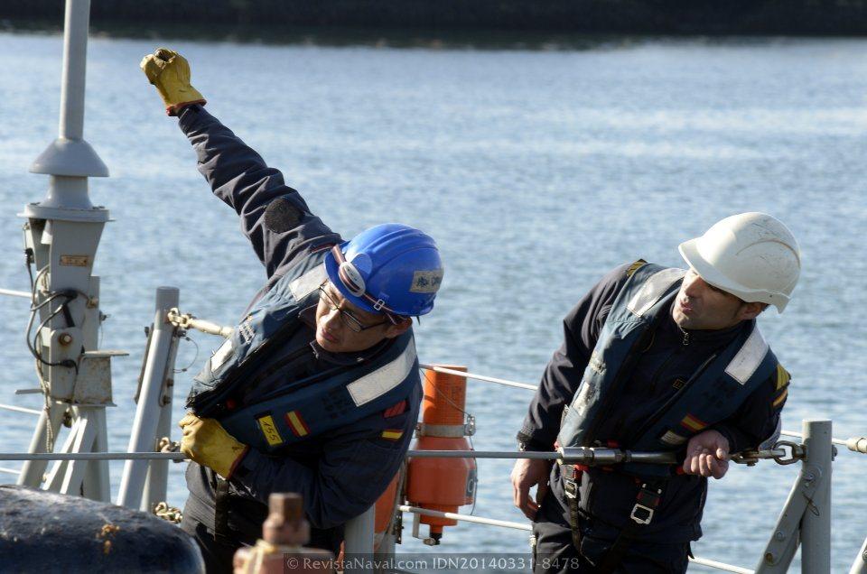 Afirmando la maniobra (Foto: Revista Naval)