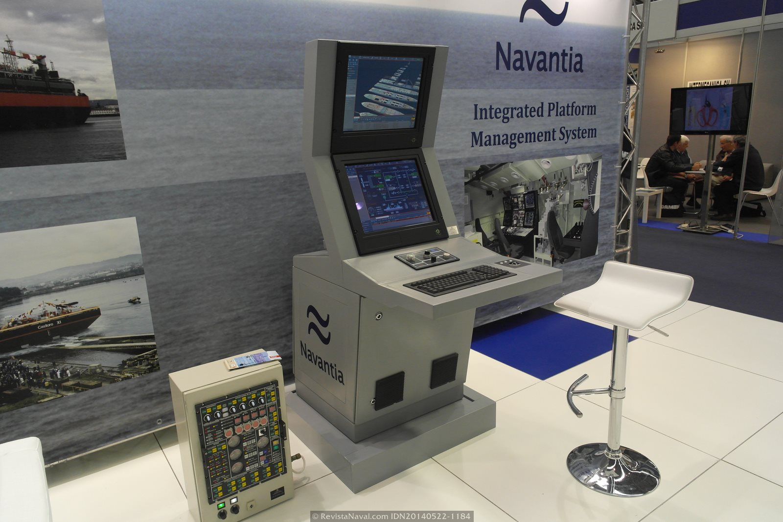 Consola del sistema integrado de control de plataforma (IPMS) de Navantia (Foto: Revista Naval)