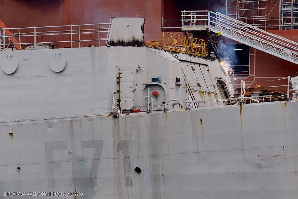 Detalle de los trabajos de achatarramiento de la fragata Baleares en los muelles del astillero Vulcano en Vigo. El buque fue adjudicado en subasta pública a la empresa Actuaciones Navales Las Palmas (Foto: Xoán Porto/Revista Naval)