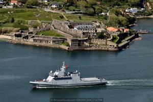 BAM P-42 «Rayo» frente a la fortaleza de San Felipe en Ferrol (Foto: Revista Naval)