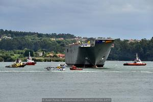 Vista del tren de remolcadores participantes en la maniobra, junto a los anteriormente citados también participó el «Sertosa Veinte», a la izquierda en la imagen (Foto: Xoán Porto / Revista Naval)