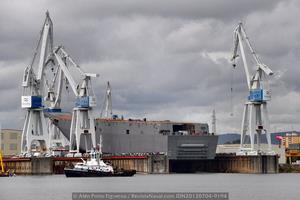 Numeroso público se acercó hasta el astillero de Navantia, que permitió la entrada a las instalaciones para disfrutar del acto de lanzamiento del futuro HMAS «Adelaide» (Foto: Alén Porto Figueroa / Revista Naval)