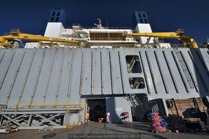 Detalle de la compuerta del bunker. Esta zona permanece sumergida durante las operaciones del buque (Foto: Rodrigo Díaz Castro/Revista Naval)