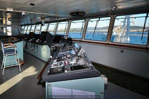 Vista interior del espacioso puente del buque (Foto: Rodrigo Díaz Castro/Revista Naval)