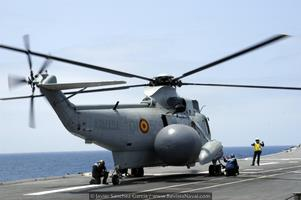 Sikorsky SH-3D en configuración de alerta temprana AEW con su radar Searchwater (Foto: Javier Sánchez García/Revista Naval)