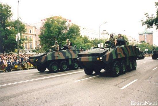 Los nuevos vehículos de combate Mowag Piranha III fueron una de las estrellas del desfile (Foto: Javier Sánchez)