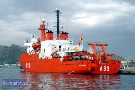 El BIO «Hespérides» a punto de abandonar Cartagena para afrontar la campaña 2004-2005 (Foto: Lapenu)