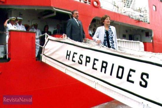 La ministra de Educación y Ciencia abandonando el buque (Foto: Diego Quevedo Carmona)