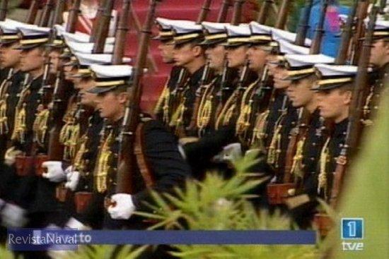 Batallón de alumnos de la Escuela Naval Militar de Marín (Fuente: TVE)