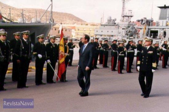 El ministro pasa revista a las tropas acompañado por el AJEMA (Foto: Diego Quevedo Carmona)