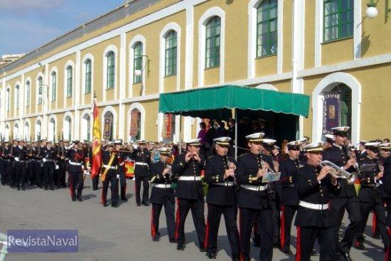 Desfile de la Fuerza al son de la marcha «Mares y Viento»(Foto: Diego Quevedo Carmona)
