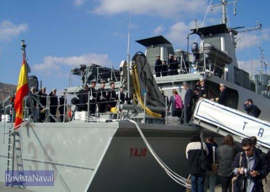 El CC Aguirre Aldereguía recibe a bordo a las autoridades civiles y militares(Foto: Lapenu)