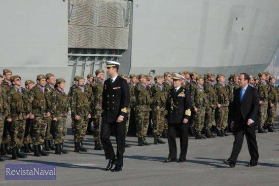 S.A.R. el Príncipe de Asturias pasando revista a la Fuerza (Foto: Lapenu)