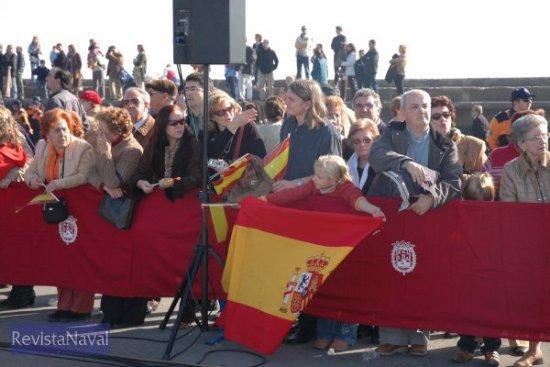 Numeroso público asistió a la despedida del contingente de la operación Respuesta Solidaria (Foto: Lapenu)