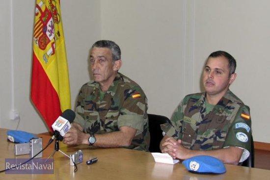 El coronel jefe del contingente, Javer Hertfelder y el capitán Plaza comparecen ante los medios (Foto: Armada)